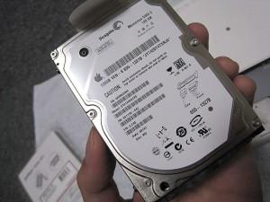 純正HDDはSeagate製でした